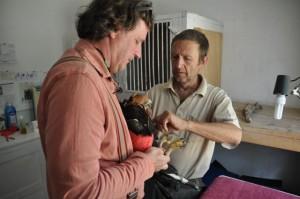 Simon Thomsett und Pierre Schmidt mit Schopfadler