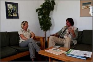 Die Meeresökologin Christiane Schelten arbeitet genau dort, wo Grzimek Löwen, Elefanten, Giraffen, Gnus und Hyänen filmte und schützte.